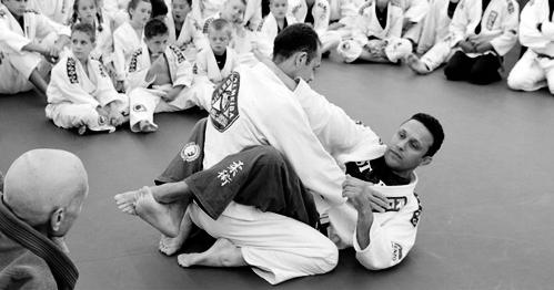 Renzo demonstrating a jiu-jitsu grip